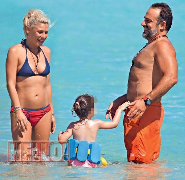 Η Κατερίνα Καραβάτου σε παραλία στα Χανιά! Χανιά Κρήτη Κατερίνα Καραβάτου