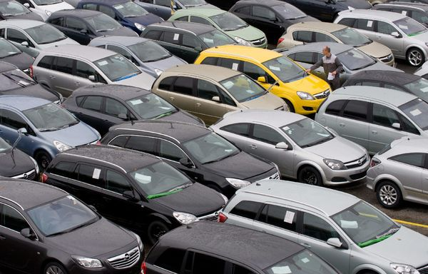 Τα τέλη κυκλοφορίας που θα πληρώσουμε το 2017 αυτοκίνητο