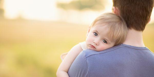 Μπαμπάς και μωρό: 9 tips για να γίνουμε αυτοκόλλητοι!