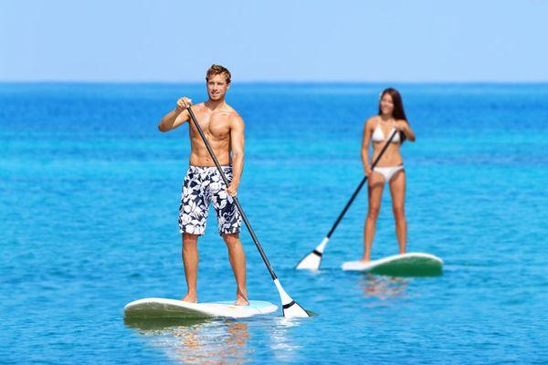 Δείτε το νέο θαλάσσιο σπορ που κάνει θραύση στις ελληνικές παραλίες! καλοκαίρι θαλάσσια σπορ θάλασσα sup