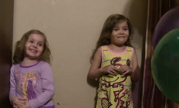 Video: Ο Μπαμπάς μάγος με τα μπαλόνια! αστεία βίντεο