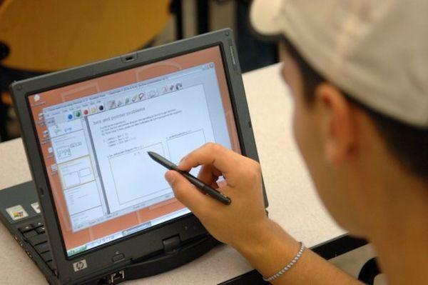 Κινητά, tablets και laptops τέλος στα σχολεία! κινητό τηλέφωνο tablet