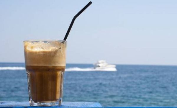Έχεις χοληστερίνη; Ο φραπές υπερτερεί έναντι των άλλων καφέδων!