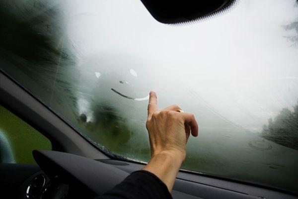 Πώς δεν θα θαμπώνουν τα τζάμια στο αυτοκίνητο μου (βίντεο)! αυτοκίνητο