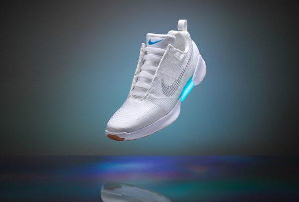 Θραύση κάνει το παπούτσι των 720 δολαρίων από τη Nike που δένουν μόνα τους! αθλητικά παπούτσια