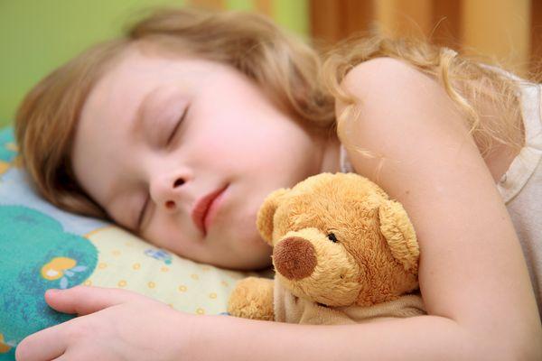 Να φιλάς τα παιδιά σου τα βράδια – ακόμα κι αν κοιμούνται! Ύπνος μαμαδοιστορίες