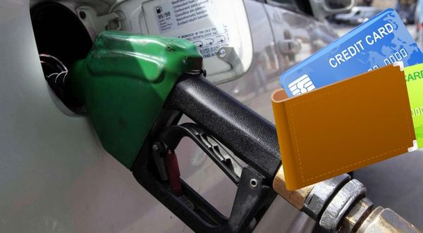 Πώς να βάλετε οικονομικά καύσιμα με έκπτωση μέσω κάρτας - Ολες οι προσφορές ανά τράπεζα!