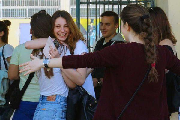 Τέλος οι Πανελλήνιες - Με το απολυτήριο στα Πανεπιστήμια! πανεπιστήμιο πανελλήνιες