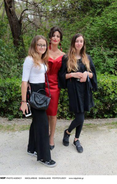 Δωροθέα Μερκούρη: Η σπάνια εμφάνιση με τις δύο έφηβες κόρες της Δωροθέα Μερκούρη