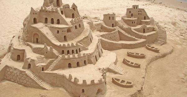 Πως μπορείς να φτιάξεις εντυπωσιακά κάστρα στην άμμο (Φωτογραφίες)