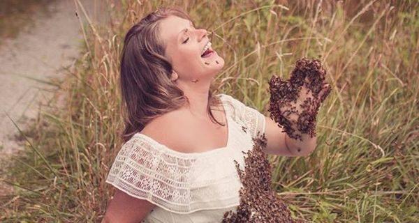 Εγκυος ποζάρει με 20.000 μέλισσες στην κοιλιά της σε μια σοκαριστική φωτογράφιση μέλισσες