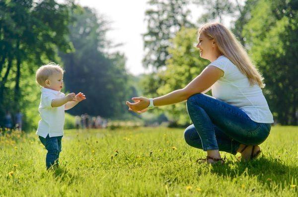 Τι σημαίνει για την υγεία του μωρού το να περπατά νωρίς