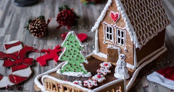 Χριστουγεννιάτικα Σπιτάκια από τον Άκη Πετρετζίκη Χριστούγεννα Σοκολατόσπιτο Άκης Πετρετζίκης