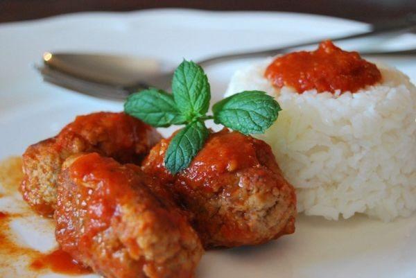 Συνταγή για παραδοσιακά σουτζουκάκια σμυρνέικα σουτζουκάκια μαγειρική