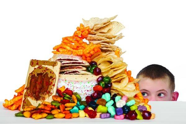 4 διατροφικά λάθη που κάνουμε σαν γονείς διατροφικά λάθη διατροφή ανθυγιεινή διατροφή snacks