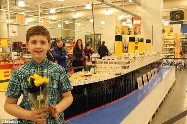 15χρονο αγόρι με αυτισμό έφτιαξε ακριβές αντίγραφο του τιτανικού με Lego αυτισμός lego