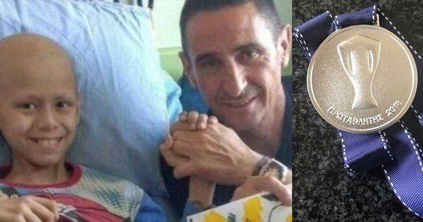 O Μανόλο Χιμένεθ έδωσε το μετάλλιο του πρωταθλητή στον μικρό Αντρέα! Μανόλο Χιμένεθ ΑΕΚ