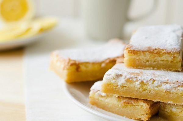 Mπάρες λεμονιού με βάση από μπισκότο μπισκότο μπάρες λεμόνι