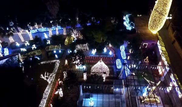 Το μοναδικό αρχοντικό στη Χίο στολίστηκε με 177.000 χριστουγεννιάτικα λαμπάκια (video) Χριστούγεννα Χίος