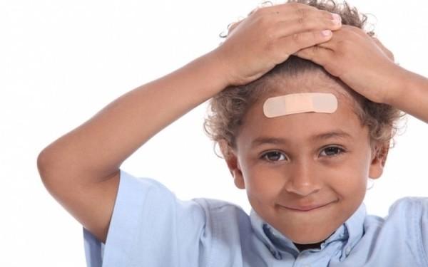 Κάκωση κεφαλής ή καρούμπαλο: Πώς το αντιμετωπίζουμε σωστά κεφάλι καρούμπαλο κακώσεις