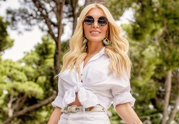 Η Κατερίνα Καινούργιου φοράει το νέο της μαγίο και αναστατώνει τα social media! μαγιό Κατερίνα Καινούργιου
