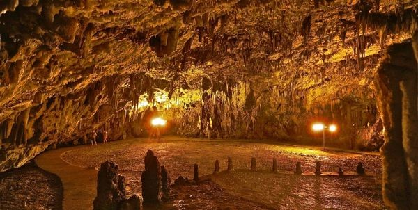 Το ελληνικό σπήλαιο όπου γίνονται συναυλίες 60 μέτρα κάτω από τη γη στην Κεφαλονία (βίντεο) συναυλία σπήλαιο Κεφαλονιά