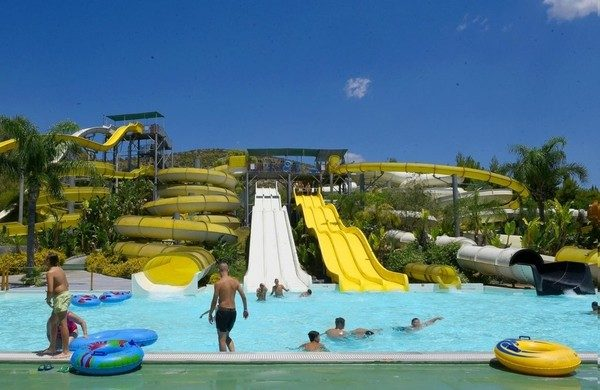 Δημοφιλές πάρκο με νεροτσουλήθρες κρίθηκε ακατάλληλο και θα σφραγιστεί άμεσα! πάρκο νεροτσουρλήθρες επικίνδυνο παιχνίδι