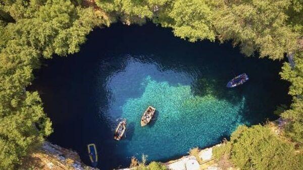 Ποιο είναι το ελληνικό αξιοθέατο ανάμεσα στα 20 πιο όμορφα μέρη της Ευρώπης Σάμη Κεφαλονιά διακοπές αξιοθέατα
