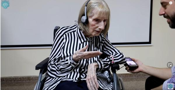Η κυρία πάσχει από Αλτσχάιμερ αλλά όταν ακούει την Λίμνη των Κύκνων γίνεται κάτι το συνταρακτικό (Βίντεο) Η λίμνη των κύκνων Αλτσχάιμερ